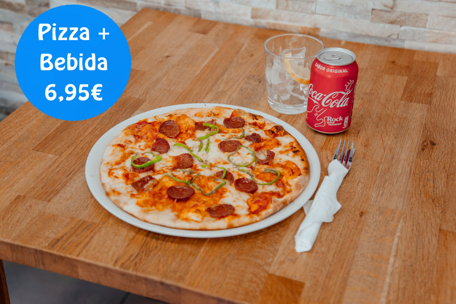 Pizza y bebida